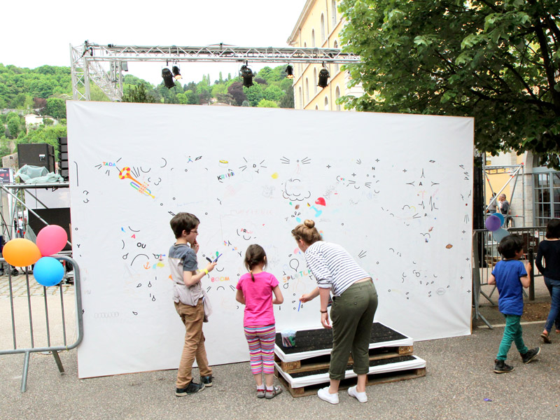 Nuits_sonores - Drawing wall in situ